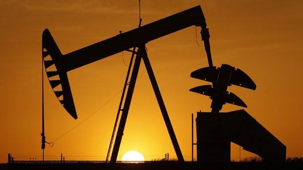 Нефтяная вышка на закате