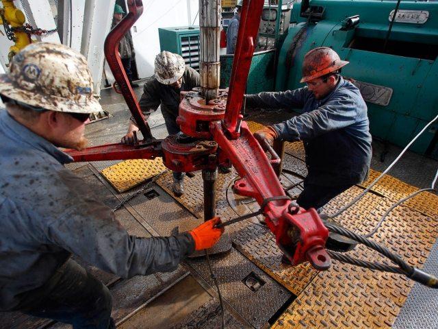 Минэнерго заявило отехнологической возможности снизить добычу нефти