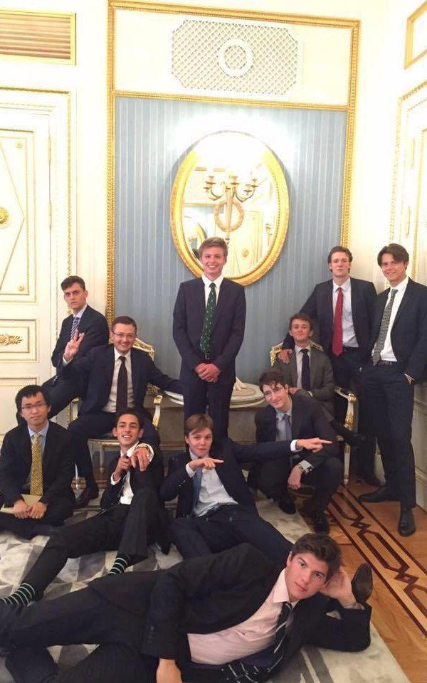 ucheniki Itonskogo kolledzha v Kremle-white-square-journal-wsj