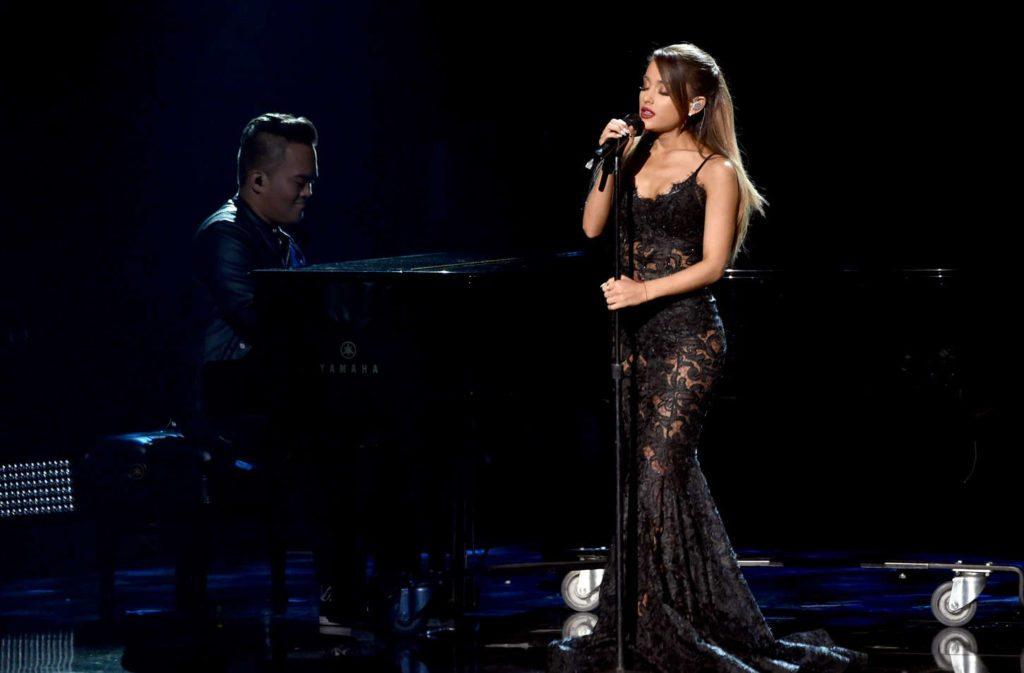 Ariana-Grande-American-Music-Awards-2016-wsj