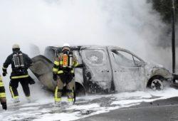 Беспорядки в Швеции: в пригородах Стокгольма горят машины и звучат выстрелы