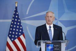 Мэттис посоветовал НАТО общаться с Россией, но в то же время готовиться к самозащите