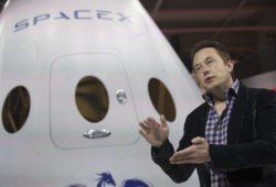 Space X отправит двух туристов в полёт вокруг Луны в 2018 году