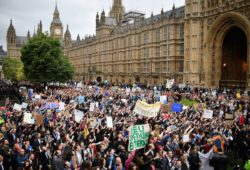Досрочные парламентские выборы стартовали в Великобритании