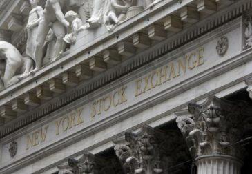 В третий раз подряд фондовые индексы США терпят потери