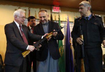 Россия отправила в Афганистан 10 тысяч АК-47