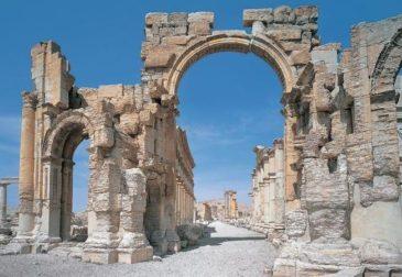 В Лондоне возвели разрушенную арку из Пальмиры
