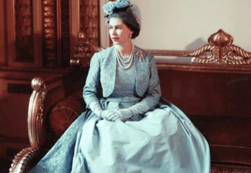 Гардероб королевы на выставке в Букингемском дворце