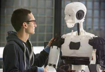 Роботы повышают покупательскую активность людей