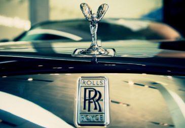 """""""Простой человек"""" купил номерной знак для своего Rolls-Royce за $9 млн."""