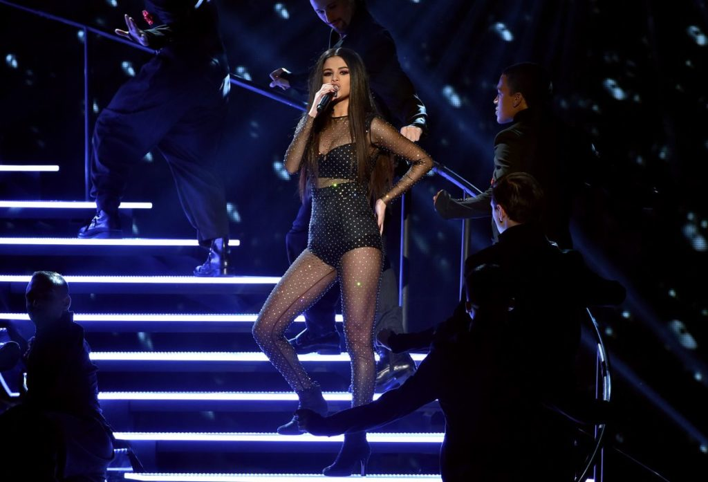 selena-gomez-american-music-awards-wsj
