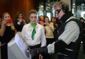 Герман Греф в роли инвалида уже сутки возглавляет топ Яндекс Новостей