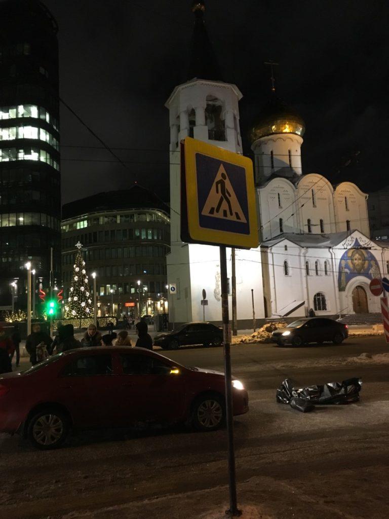 red-car-belorusskaya