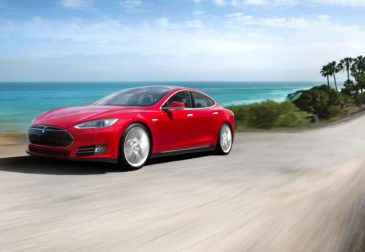 Безопасность автомобиля Tesla S под вопросом