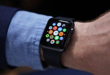 """Компания Apple заняла 80% рынка """"умных"""" часов"""