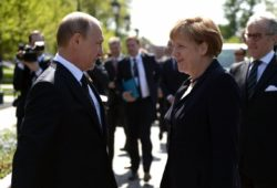 Владимир Путин пригласил Ангелу Меркель в Москву