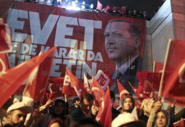 """Эрдоган начал строить """"вертикаль власти"""" в Турции"""
