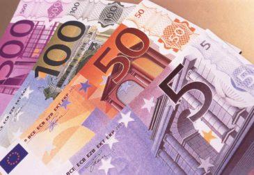 Мировые центробанки не доверяют евро