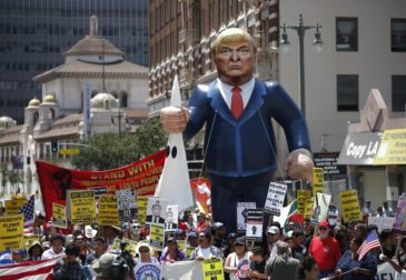Заблокировавший указы Трампа суд закроют по решению президента