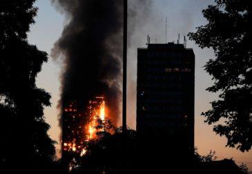 Лондонский пожар: пламя охватывает многоэтажный дом