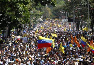 Сторонники Мадуро взяли штурмом парламент Венесуэлы