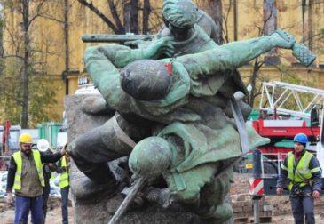 Россия и Израиль выступили против сноса советских памятников в Польше
