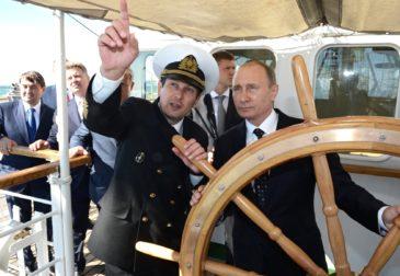 Путин поручил начать переход на рублевые расчеты в морских портах