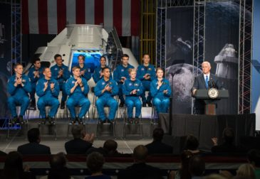 М.Пенс обеспокоен угрозой со стороны России и Китая в превосходстве Америки в исследовании космоса