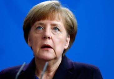 Карл Лагерфельд бросил вызов Меркель