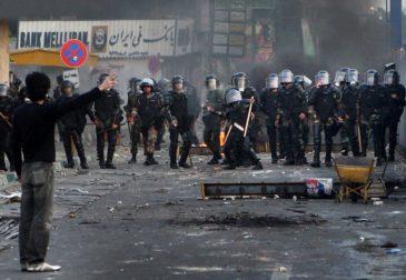 Иранским протестующим угрожают смертной казнью