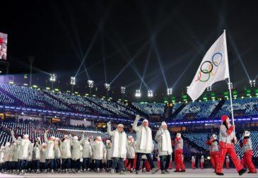 Американец развернул флаг России на Олимпиаде в Пхенчхане
