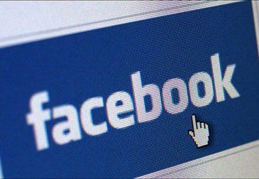 Facebook просматривает личные сообщения пользователей
