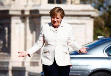 Меркель попросила Трампа смягчить антироссийские санкции