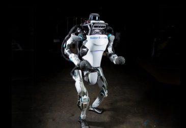 Робот Boston Dynamics отправился на пробежку