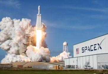 SpaceX вывела на орбиту ракету Falcon 9 со спутником SES-12