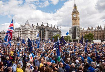 Возобновились марши против Brexit