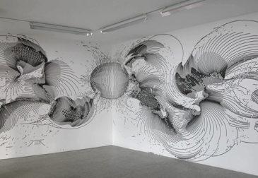 Линии и точки медленно дрейфуют от стен в пространство
