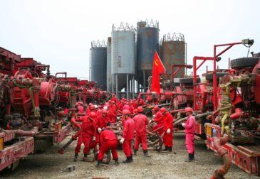 Российские танкеры прошли арктические льды, чтобы обеспечить Китай газом