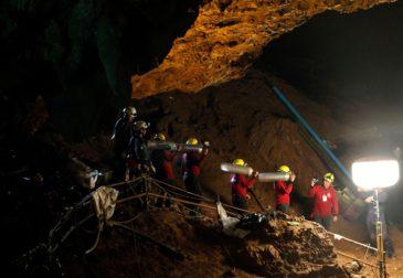 Детская футбольная команда из Тайланда о жизни в пещере