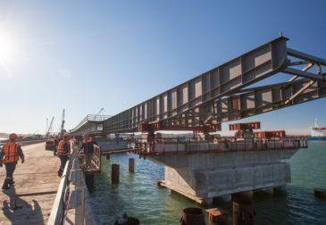 Рухнул пролет Крымского моста