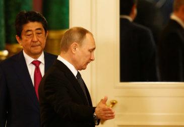 Переговоры продолжаются: Абэ снова в Кремле