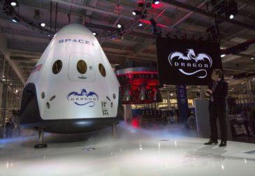 Космический корабль от SpaceX отправился в полет без экипажа
