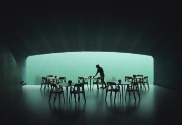 Первый в Европе подводный ресторан приглашает гостей поужинать на дне Норвежского моря