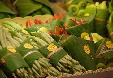 Банановые листья вместо пластиковой упаковки — очередной удар по проблеме загрязнения
