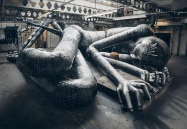 Мавзолей гигантов внутри стен заброшенной фабрики