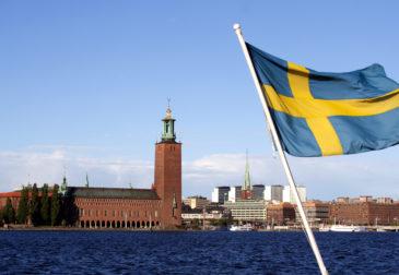 Два шведских дипломата покидают Россию