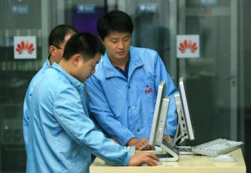 Ведущие сервисы массово отказываются от сотрудничества с Huawei