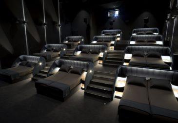 Швейцарский кинотеатр предлагает зрителям почувствовать себя как дома