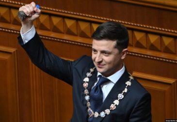 Владимир Зеленский вступил в должность президента Украины и распустил Верховную Раду