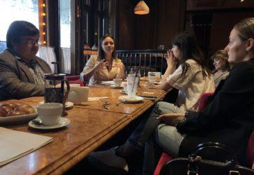 Юлия Нитченко собрала агентов российского шоу-бизнеса на обед в ресторане «Чайковский»